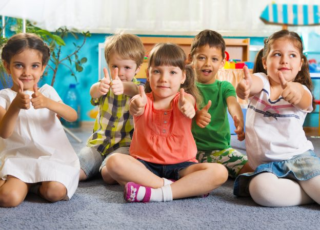 ioszia_-Kisgyermekgondozó-nevelő-OKJ-képzés-